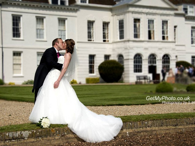 Wedding photographer Gosfield Hall, Gosfield. Braintree wedding photography Essex